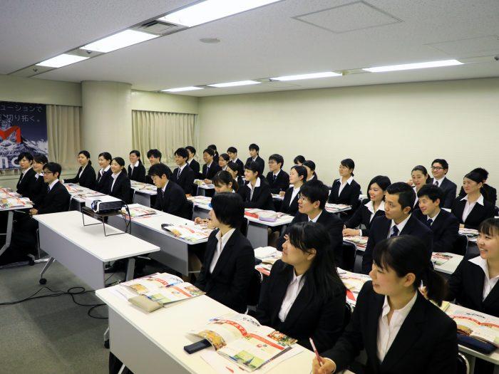 会社説明会に参加した学生の様子